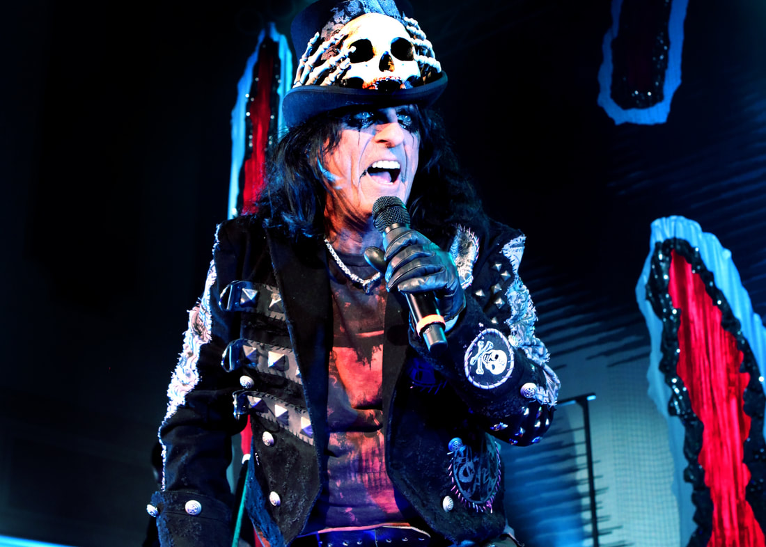 Ol Black Eyes Is Back Alice Cooper Announces Uk Dates